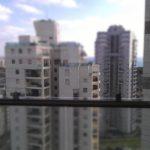 הגבהת מעקה זכוכית למרפסת עבור בטיחות
