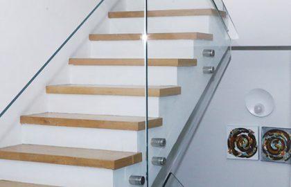 מעקות ומדרגות
