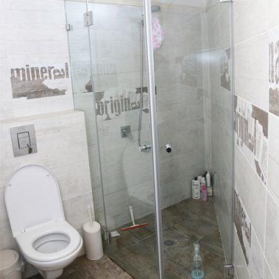 """מקלחון אקסטרה קליר זכוכית מחוסמת 8 ס""""מ"""