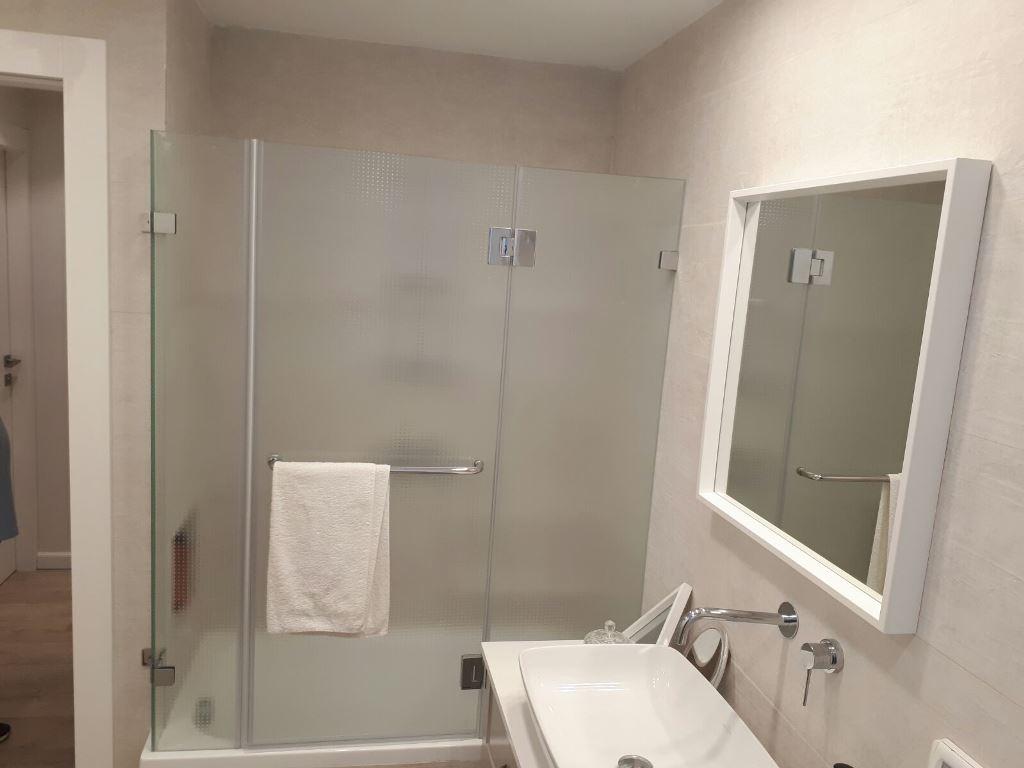 """מקלחון מזכוכית מסטרקרה 8 מ""""מ"""